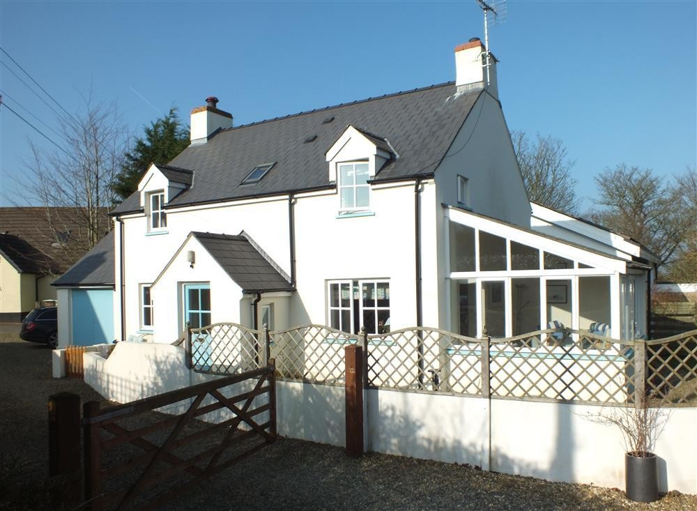 Family House - Feidr Pen y Bont - Newport - Sleeps 6 - Ref 2086