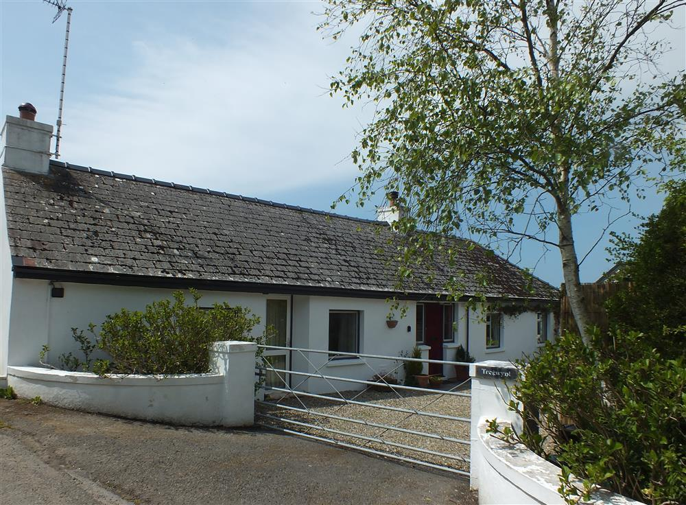 Delightful coastal cottage between Poppit and Newport Sands  Sleeps: 4  Property Ref: 2033