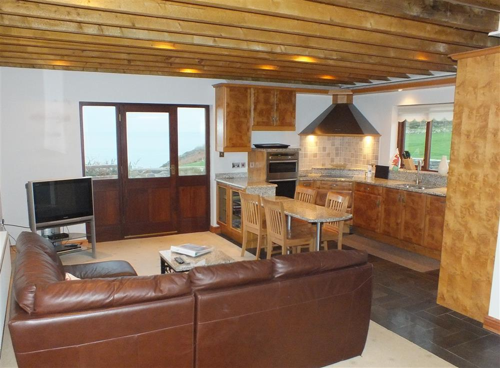 933-1-Open plan Cable Cottage (1)