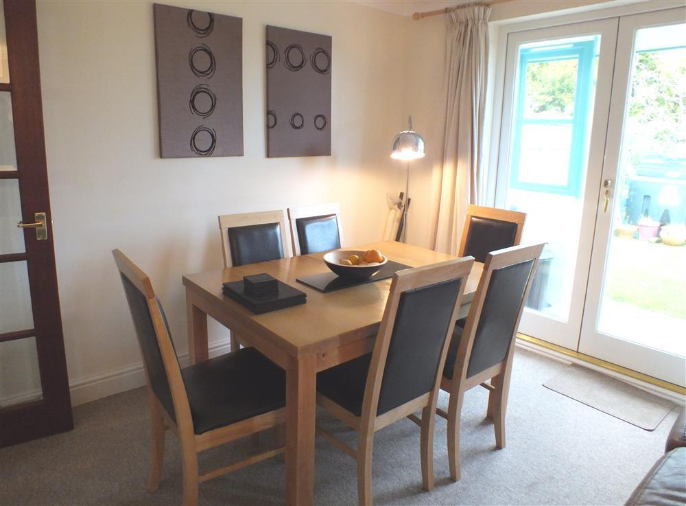 Photograph of 2078-2-Pembrokeshire Coast dining room