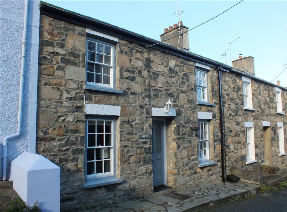 Stone terraced cottage with enclosed garden on quiet street  Sleeps: 4  Property Ref: 491