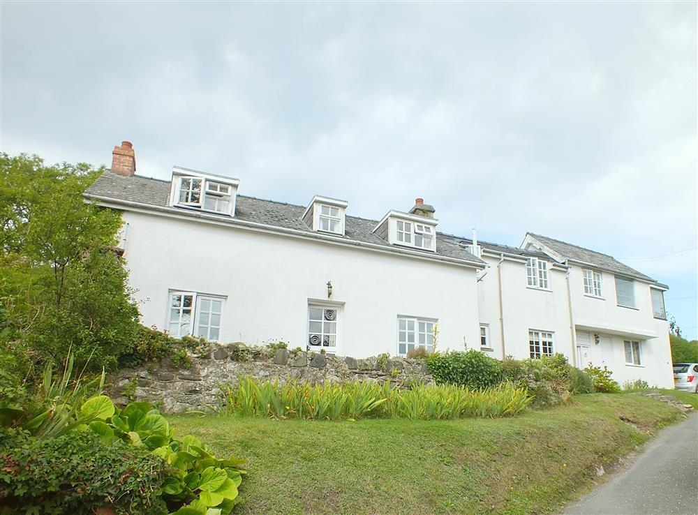 Cottage with Sea Views - Aberporth - Cardigan Bay - Sleeps 6 - Ref 887