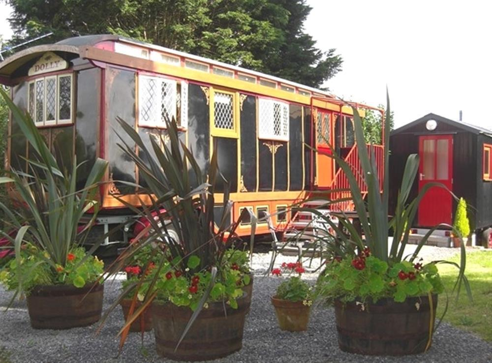 Dolly the Circus Wagon - near Llangrannog & Tresaith - Cardigan Bay - Sleeps 2 - Ref 2153