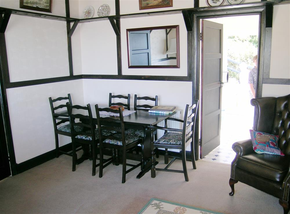 Photograph of 488-2-dining area
