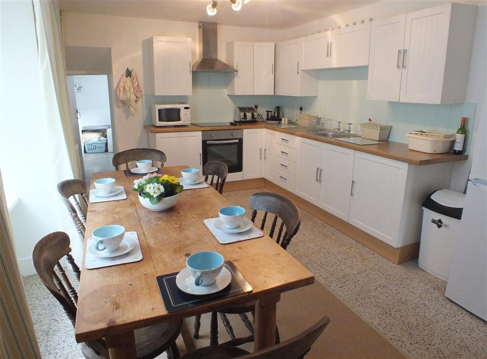 Detached House with large garden - Aberporth - Cardigan Bay - Sleeps 6 - Ref 2123