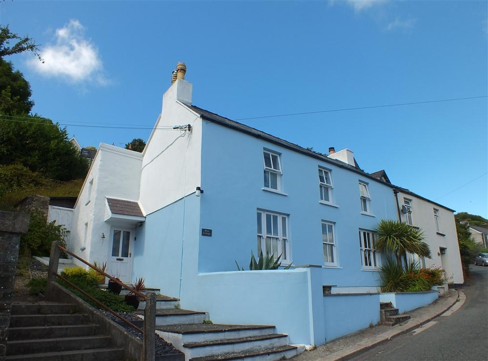 Rose Cottage - Goodwick Harbour - near Parrog Beach - Sleeps 7 - Ref 888