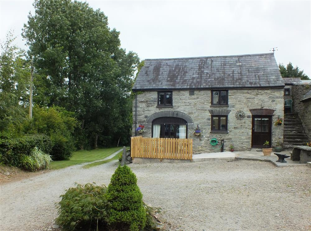 Converted farm byre in secluded setting - along  farm track  Sleeps: 2  Property Ref: 2136