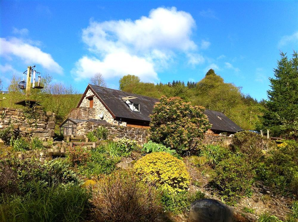 Converted barn accommodation on the southern edge of Snowdonia National Park - Sleeps 4 - Ref 833