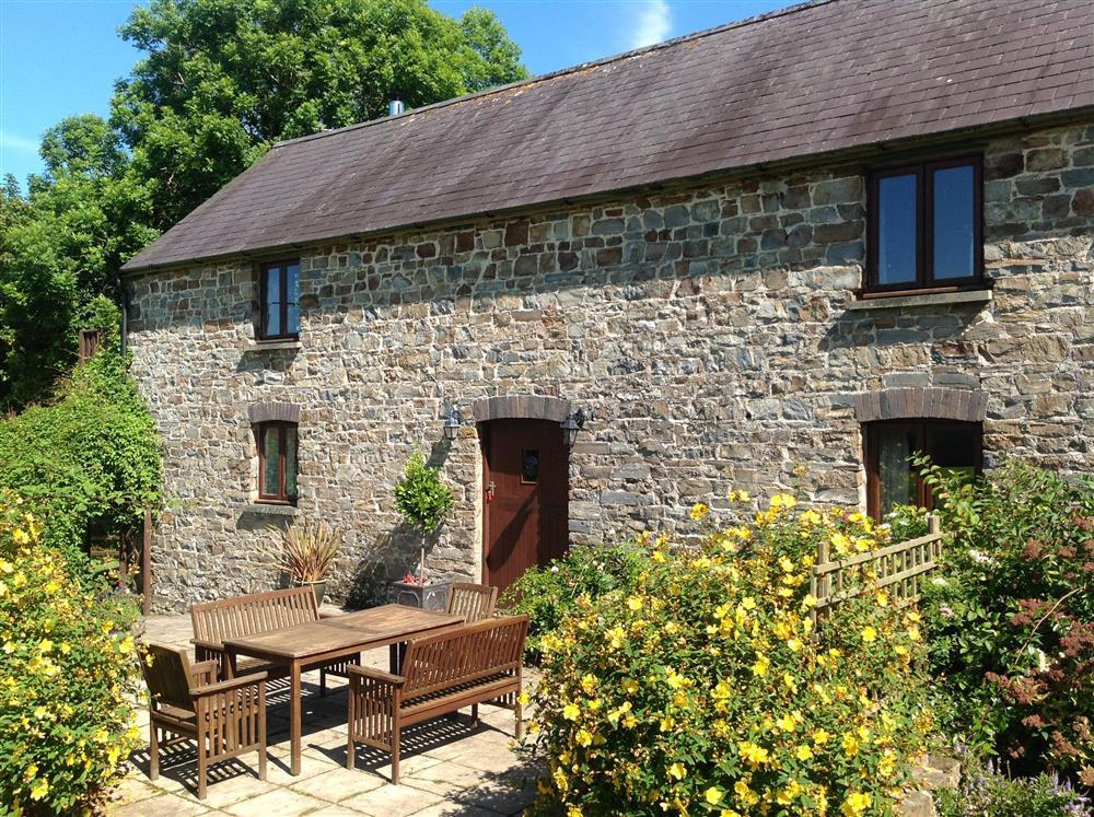 Granary Cottage close to Newport Sands and Ceibwr Bay - Sleeps 6 - Ref 145