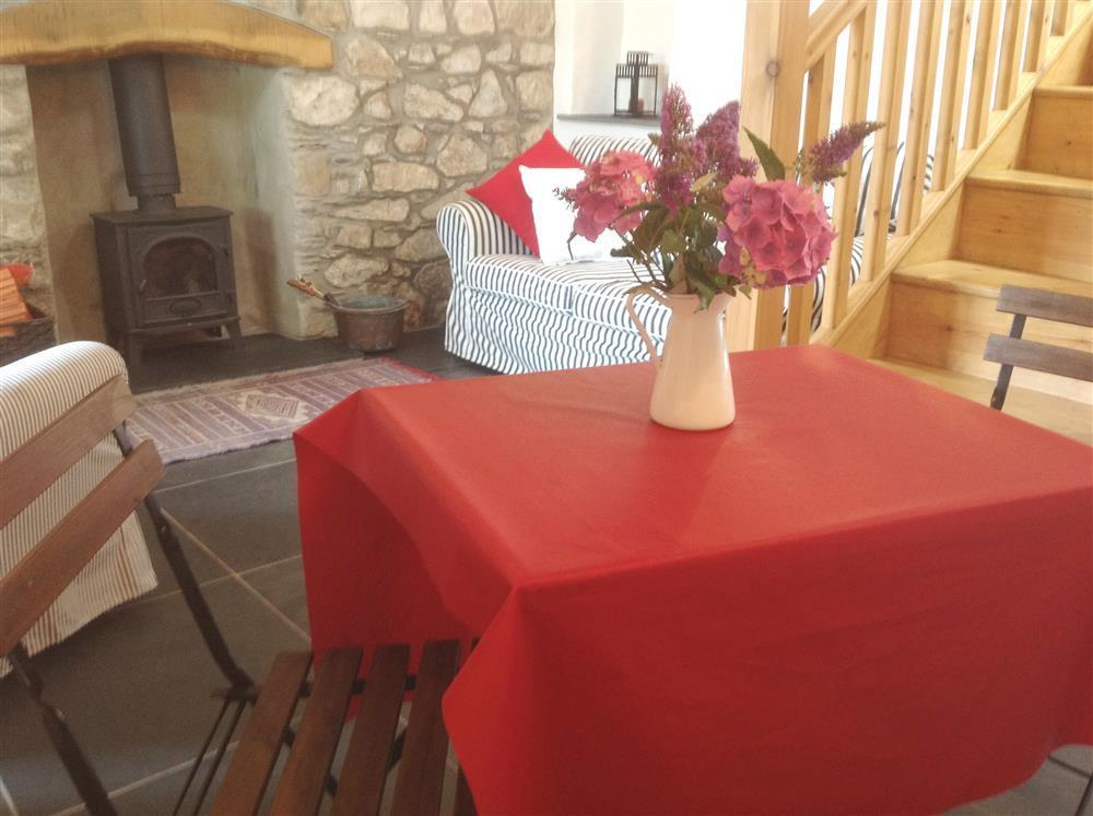 2005-2-Dining Table  (2)