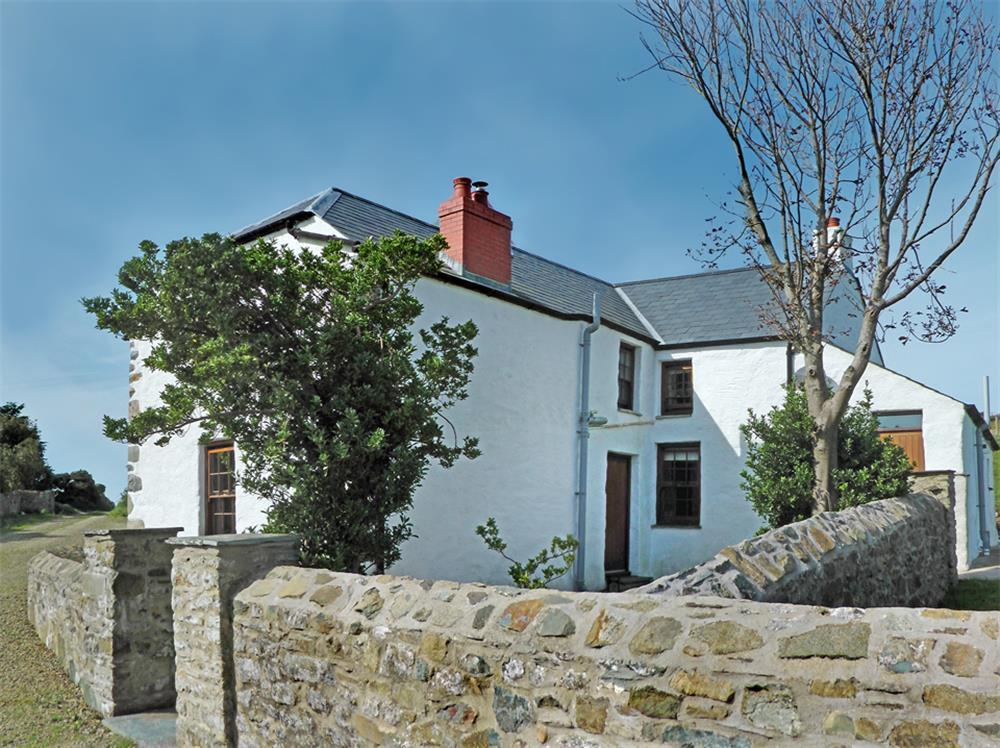 Spacious farmhouse near Strumble Head and the coast - Sleeps 5 - Ref 539
