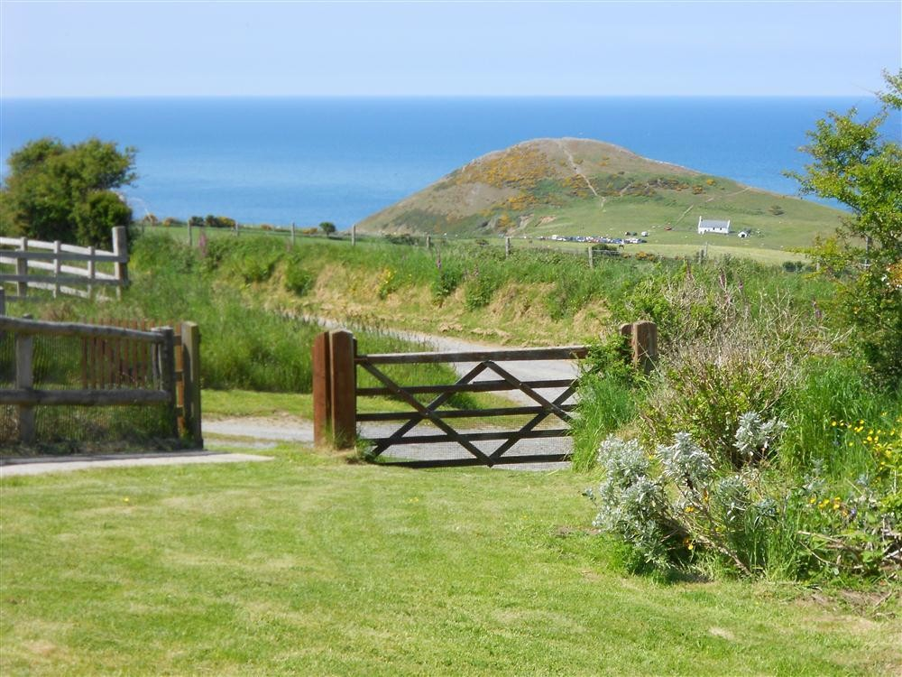 Detached Bungalow with Sea Views - Mwnt Beach - Cardigan Bay - Sleeps 4 - Ref 180