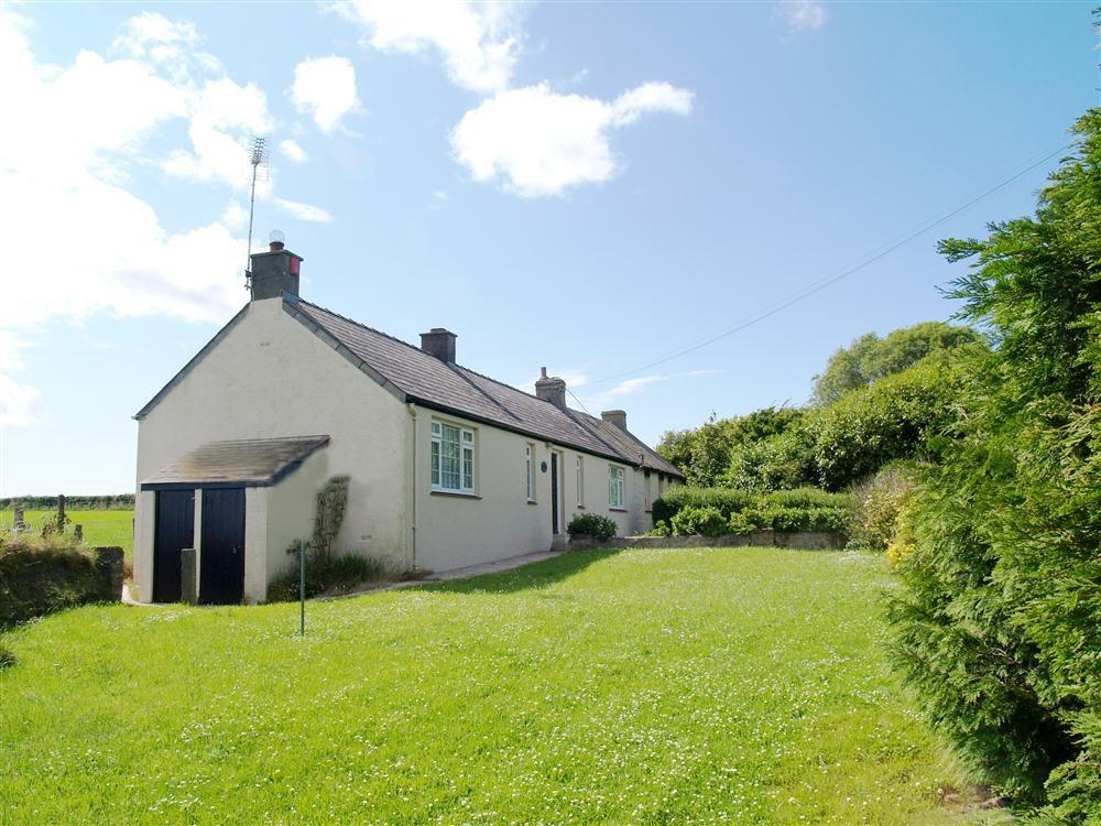 Detached Cottage - Llangloffan - Sleeps 4 - Ref 2010