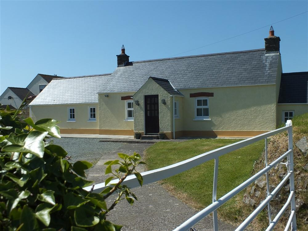 Detached Cottage - near Little Haven - Sleeps 6 - Ref 2032