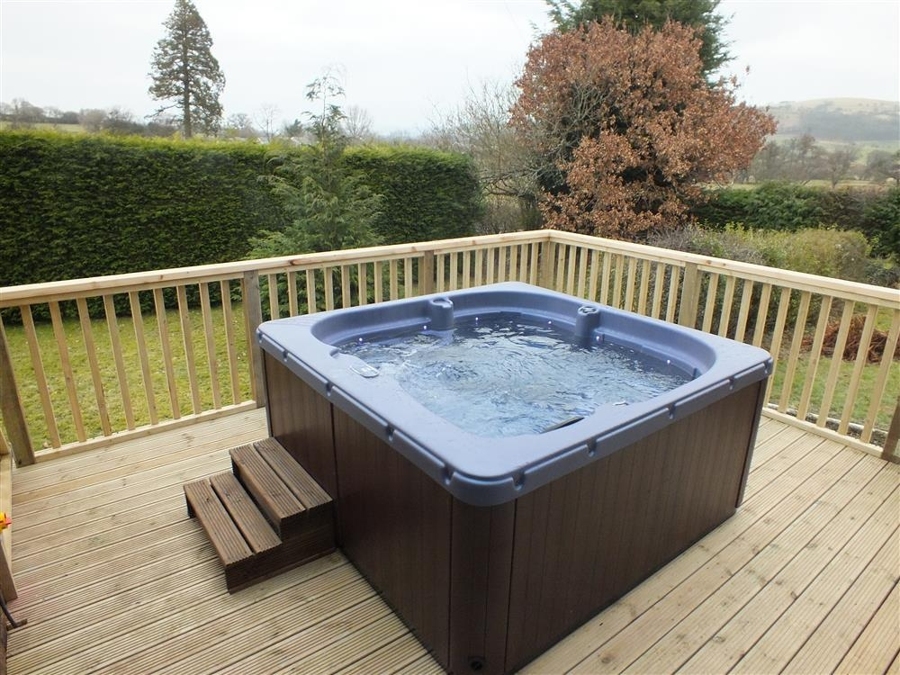 Photograph of 2091-1-Hot tub