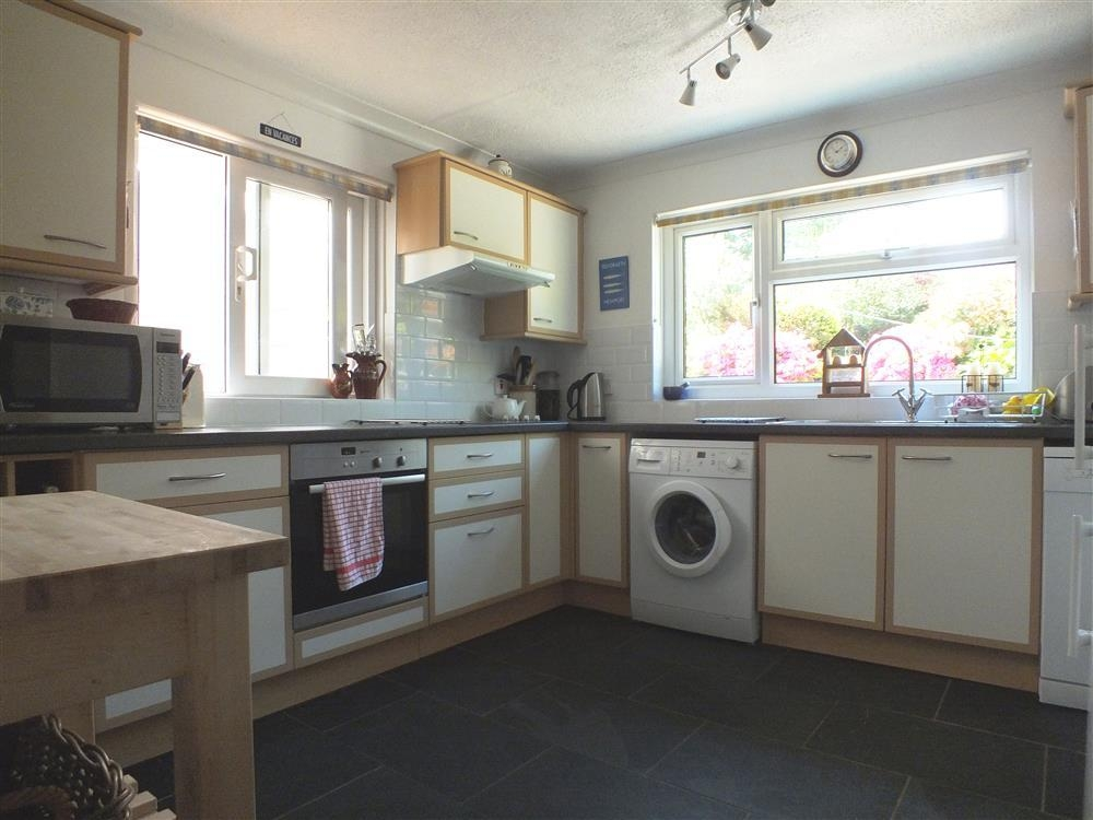 Photograph of 2100-3-kitchen