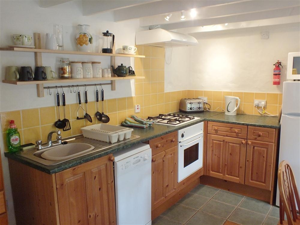 Photograph of 2101-4-cottage-kitchen