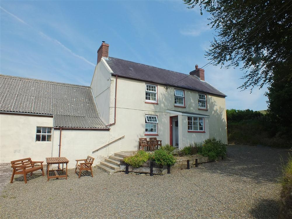 Ffynnondici Farmhouse - Gwaun Valley - Near Newport - Sleeps 6 - Ref 2108