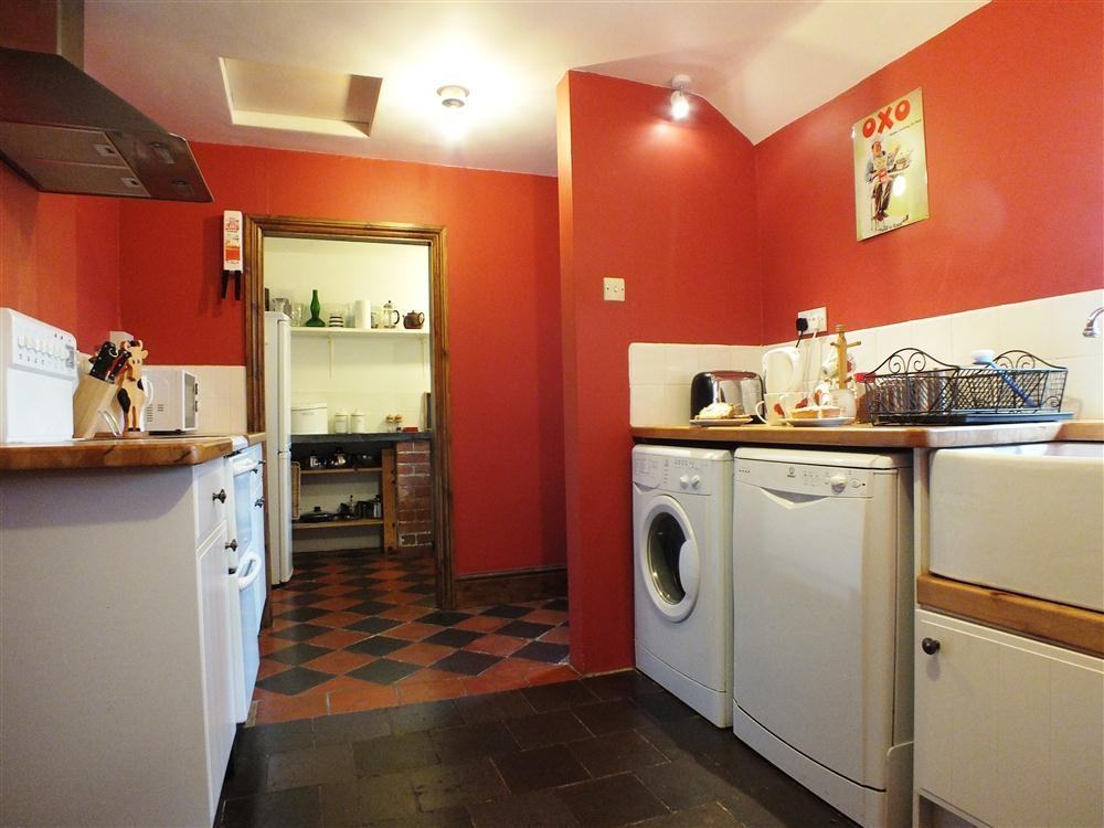Photograph of 2108-5-kitchen