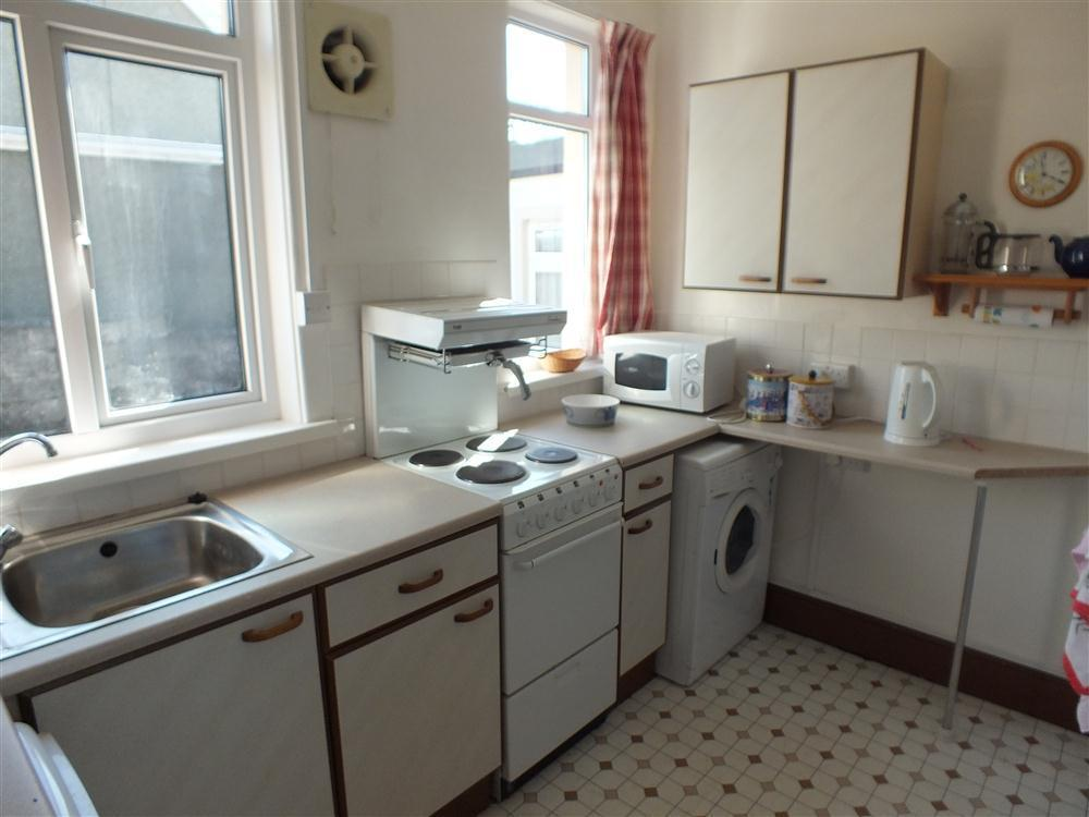 Photograph of 2121-5-kitchen