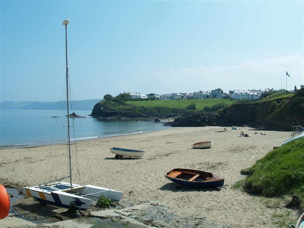 Detached colonial style bungalow just a few yards from Aberporth Beach-Sleeps6-Ref2121
