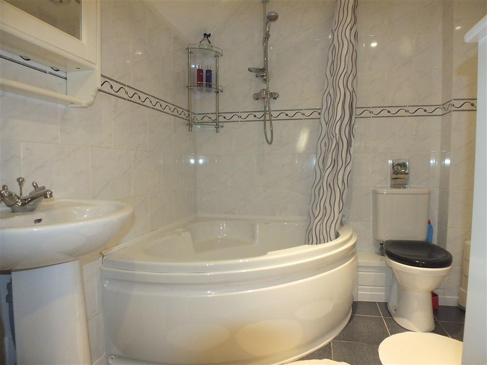 2124-8-luxury-bathroom