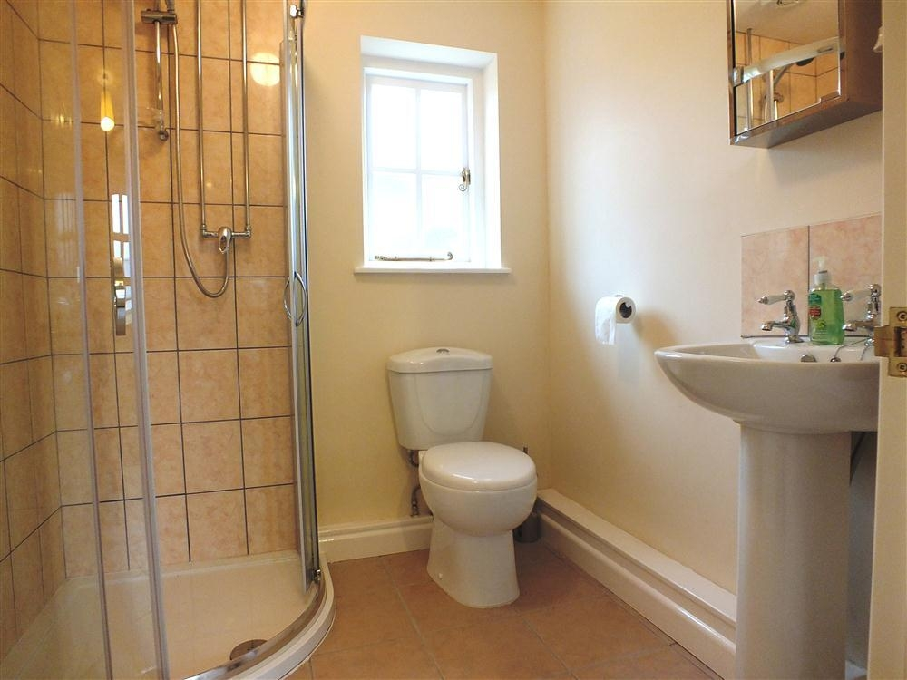 2125-8-downstairs-shower-room