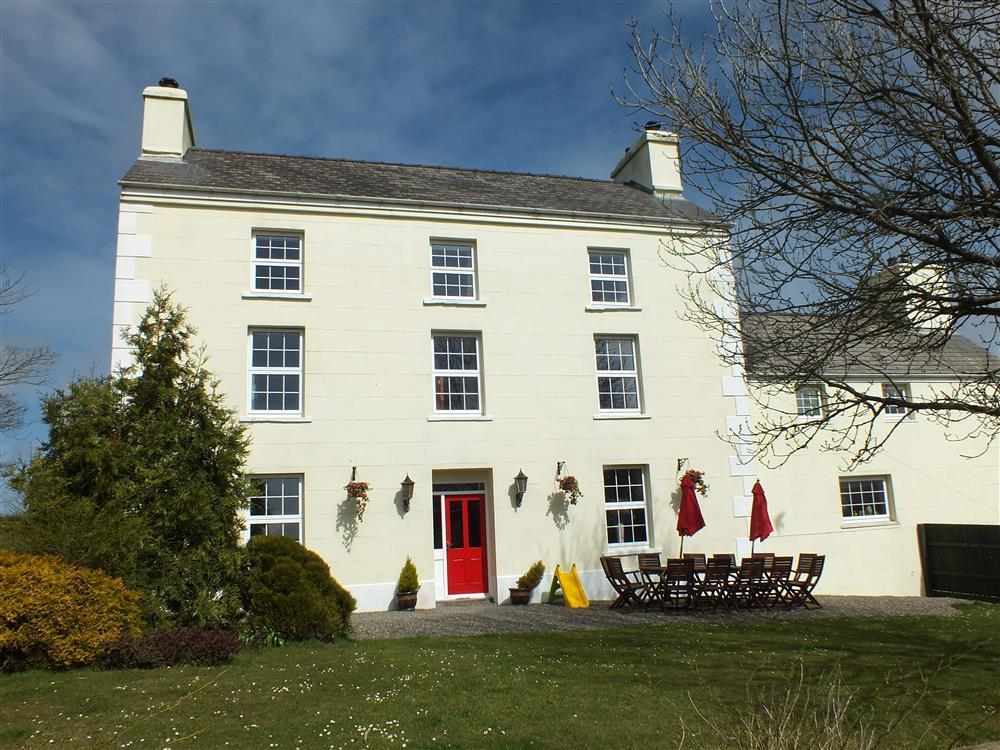 Large Country House in the Pembrokeshire Countryside - Sleeps 14 - Ref 593