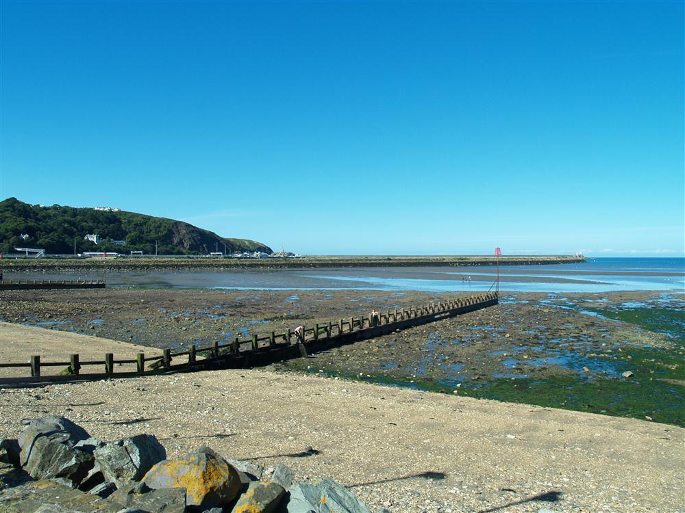 653-8-Goodwick Beach