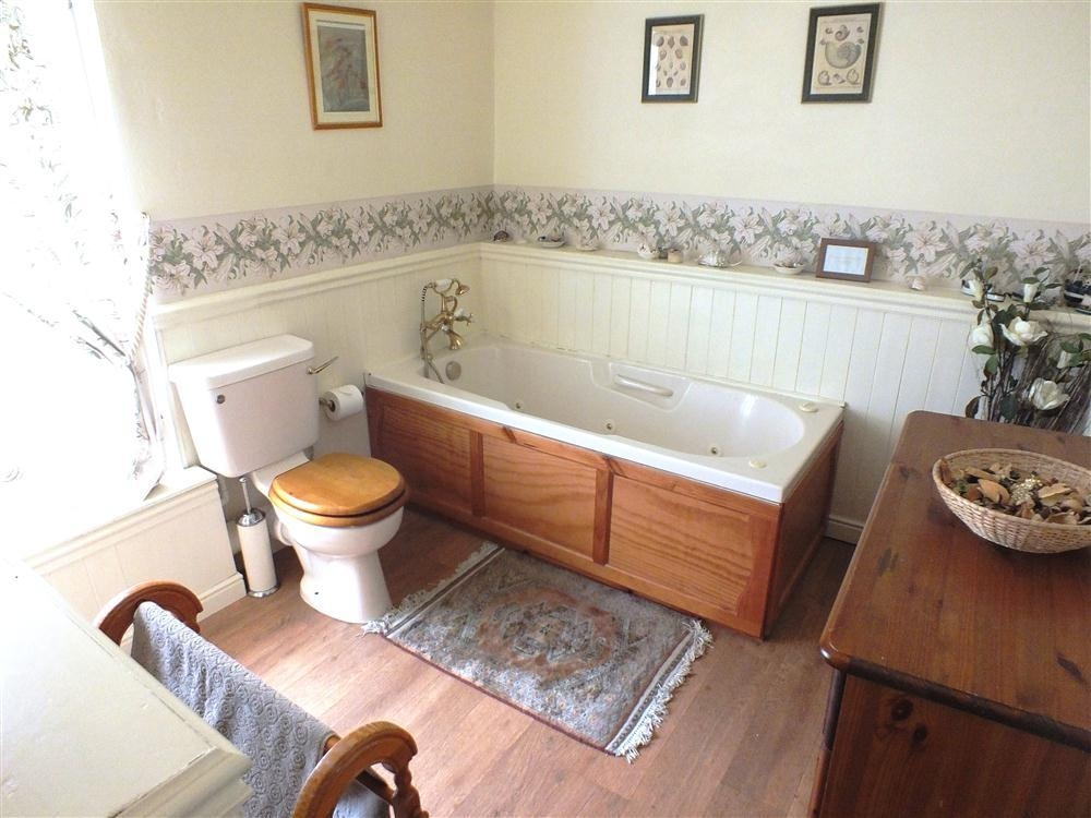 Last minute deals on holiday cottage rental lm888 for Bathroom b q offers