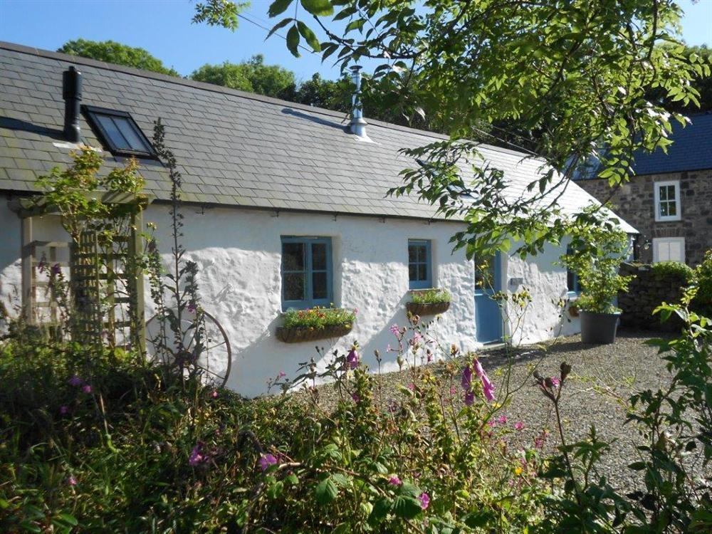 Perfect holiday hide away at the head of the Gwaun Valley  Sleeps: 2  Property Ref: 987