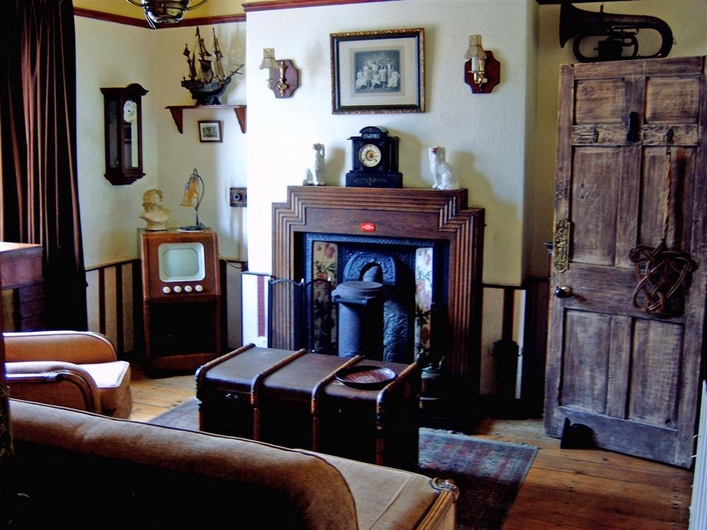 Photograph of 577-3-Sitting Room1