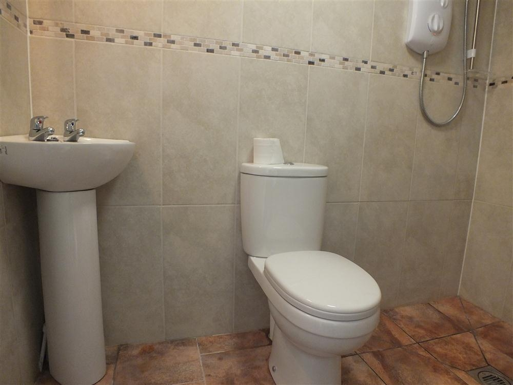 Photograph of 2141-7-shower wet room