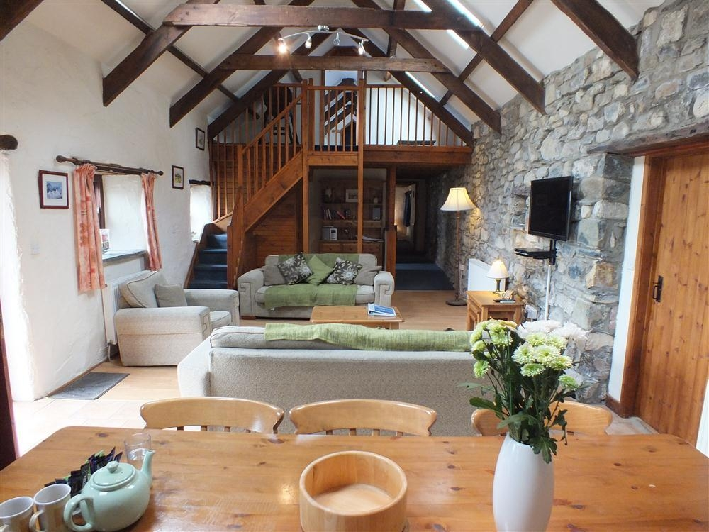 Ty Felin - Hendre Farm - Newport - Sleeps 8 - Ref 758