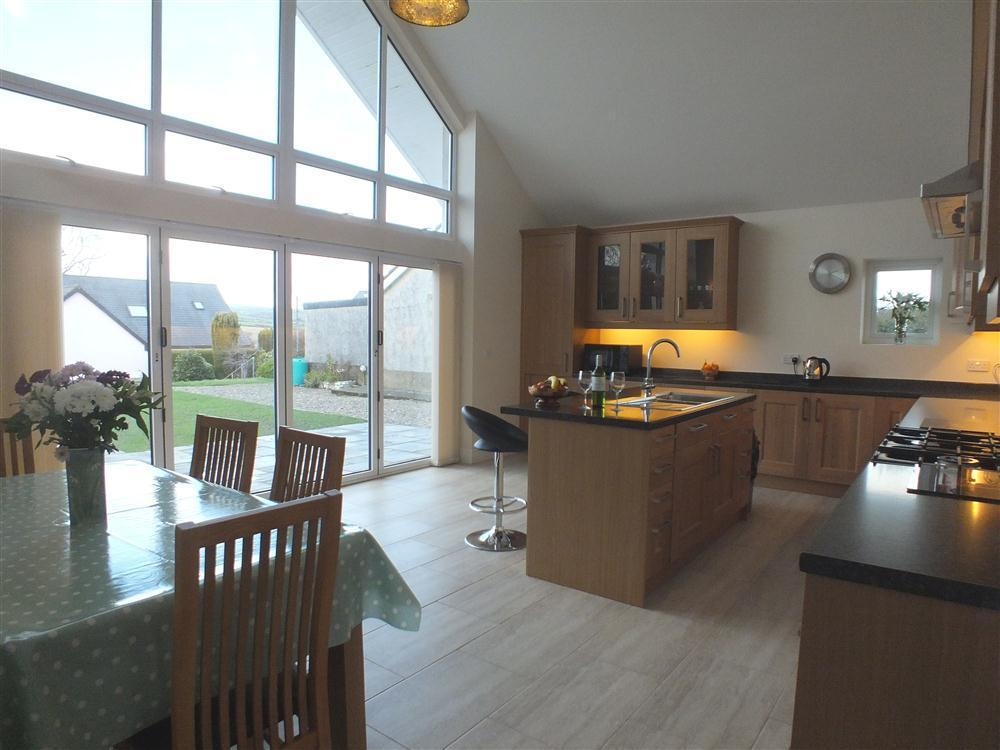 Spacious detached bungalow in a perfect peaceful location - Sleeps 6 - Ref 2147
