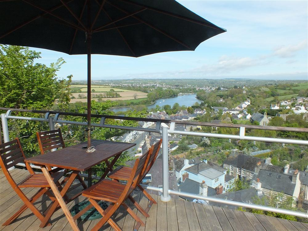 Delightful holiday cottage views of the river Teifi towards Cardigan - Sleeps 4 - Ref 551