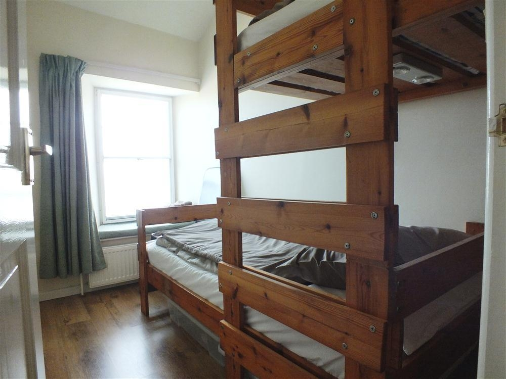 Photograph of 551-6-staggered-bunk-beds