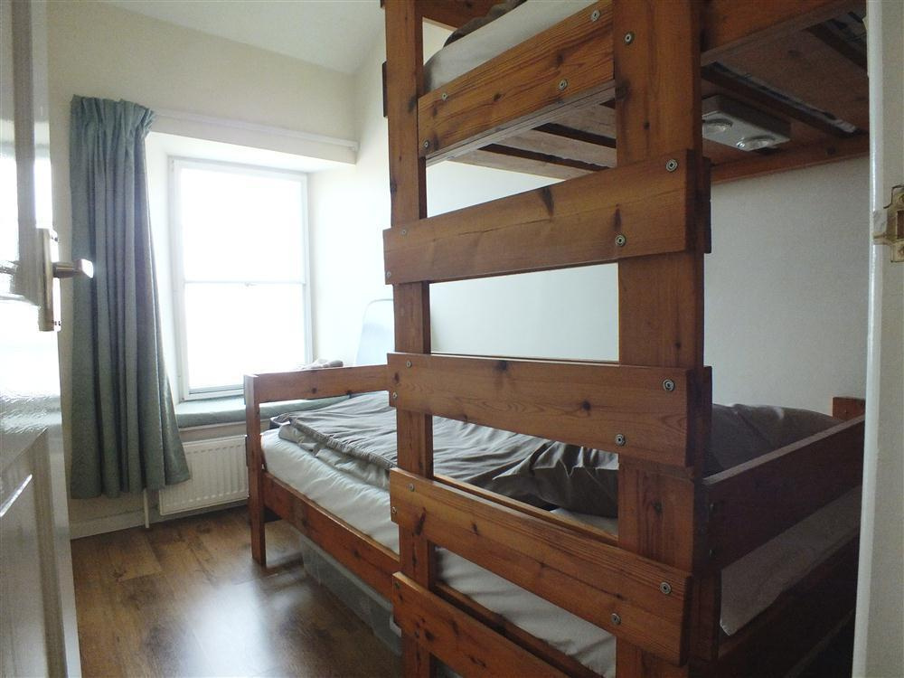 551-6-staggered-bunk-beds