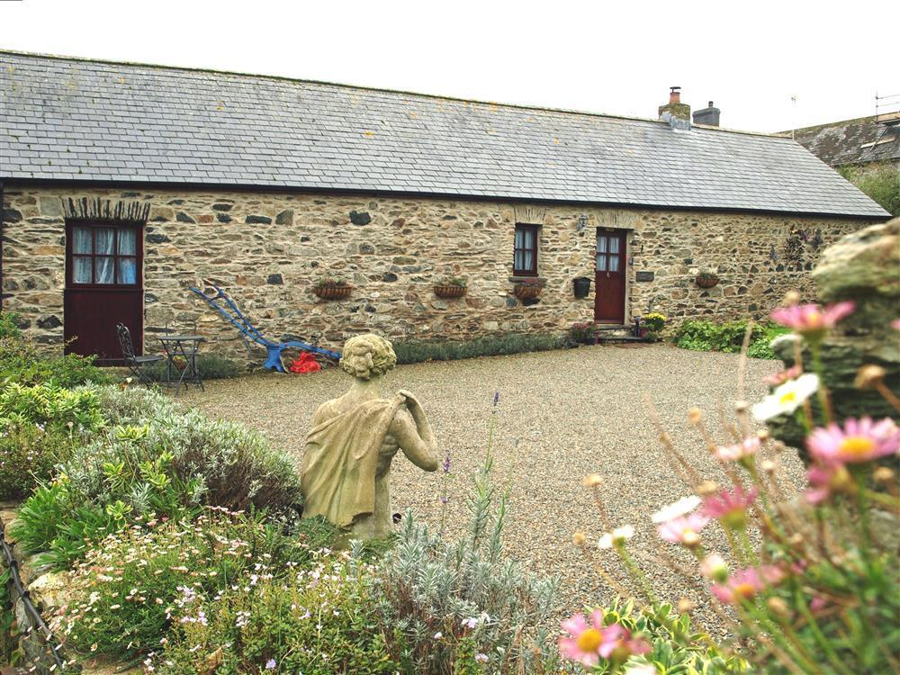 Delightful stone barn conversion near Abercastle beach - Sleeps 4 - Ref 826