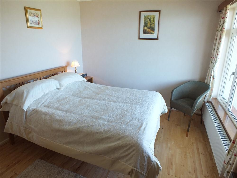 Photograph of 2098-6-Double bedroom