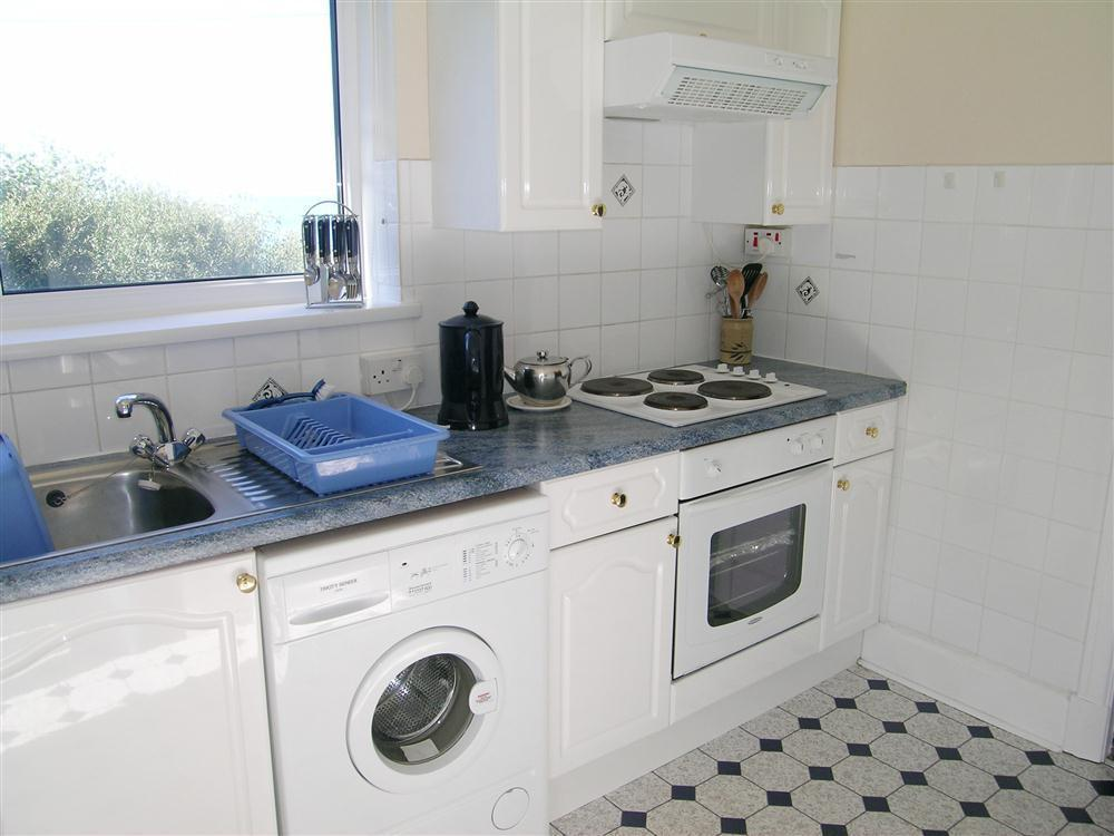 Photograph of 488-3-kitchen