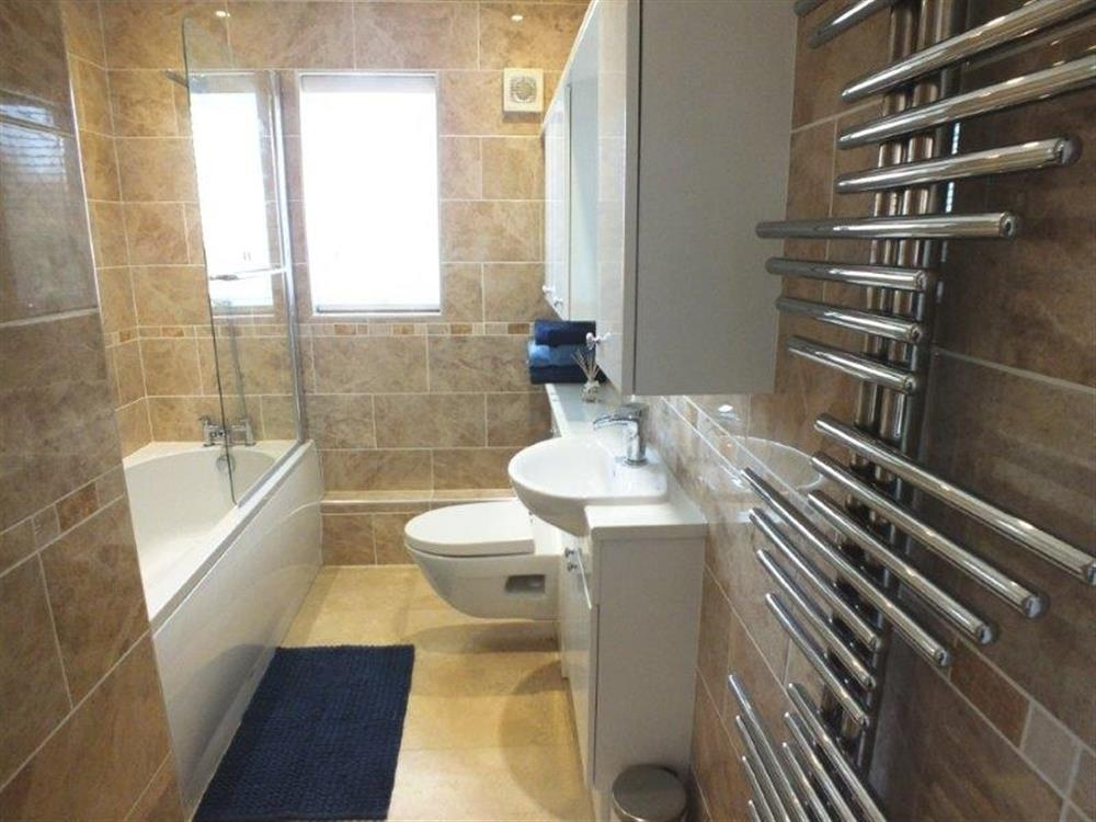 2150-9-family bathroom