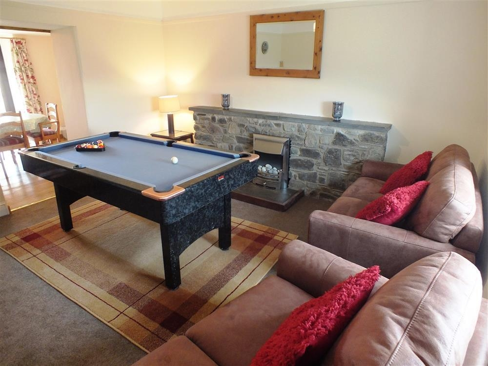 2143-5-pool and sitting room