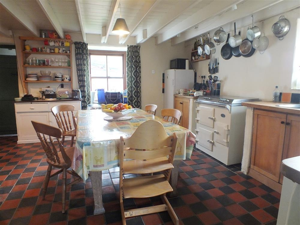 Photograph of 2110-2-kitchen