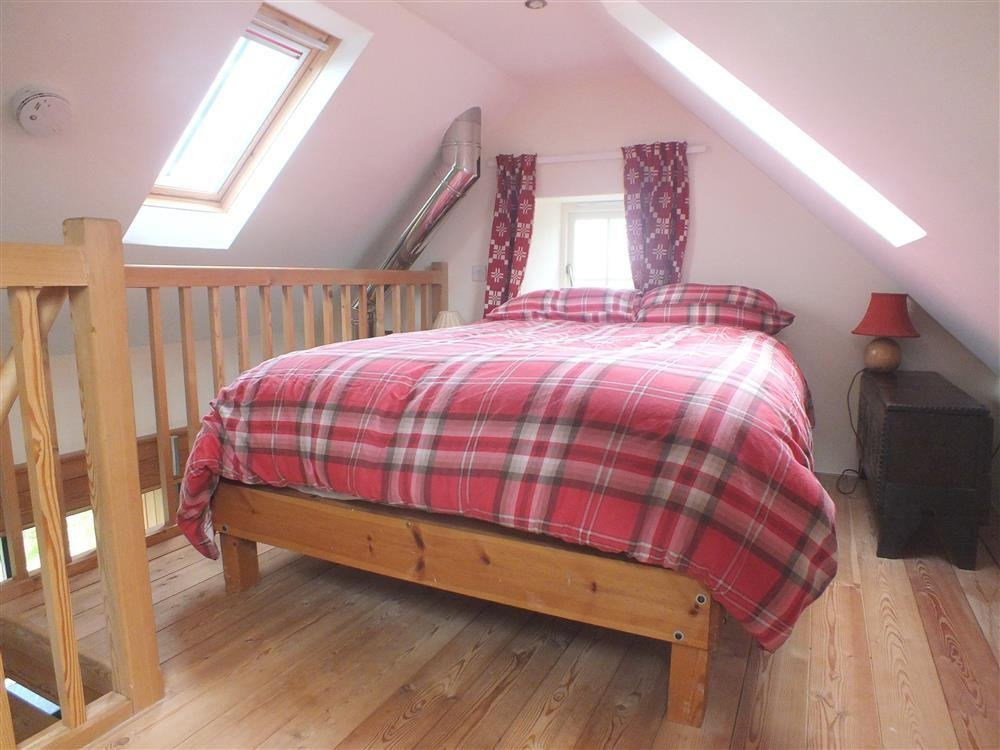 2110-7- gallery bed