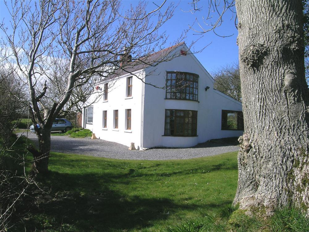 Secluded Cottage at Mwnt in Cardigan Bay - Sleeps 5 - Ref 148