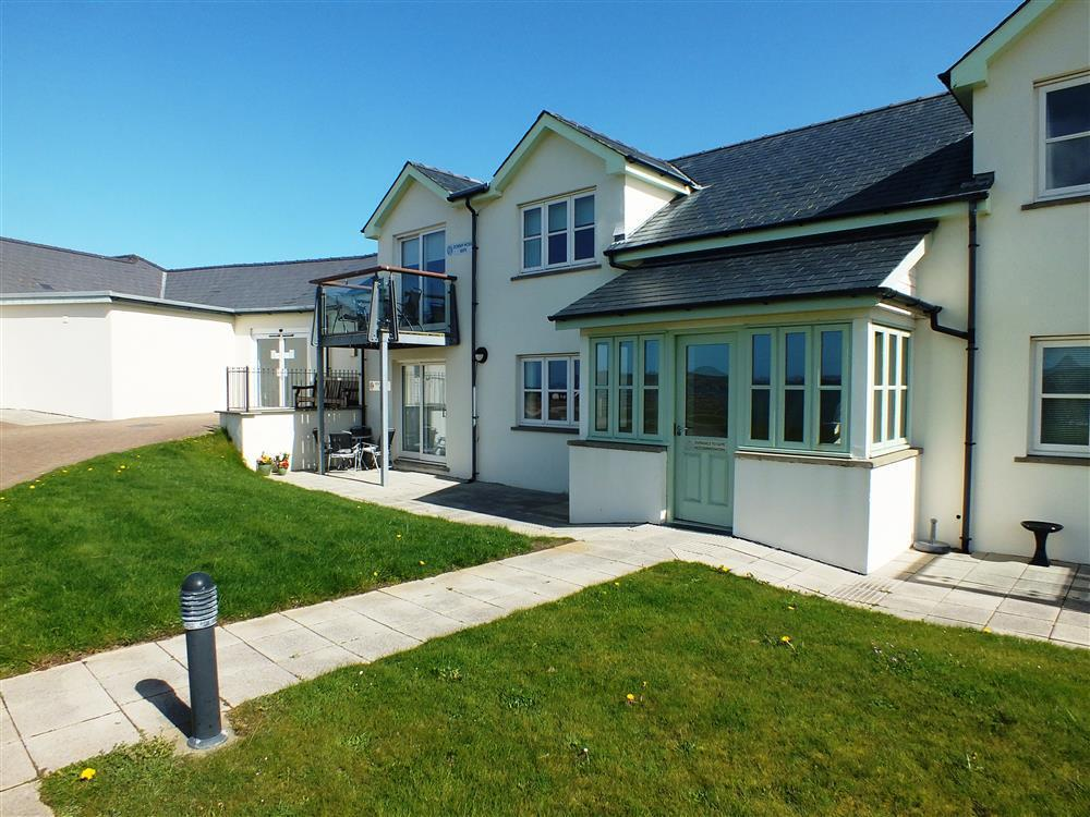 Overlooking the golf course, Newport Beach and over the estuary to Carningli Mountain - Sleeps 4 - Ref 2154