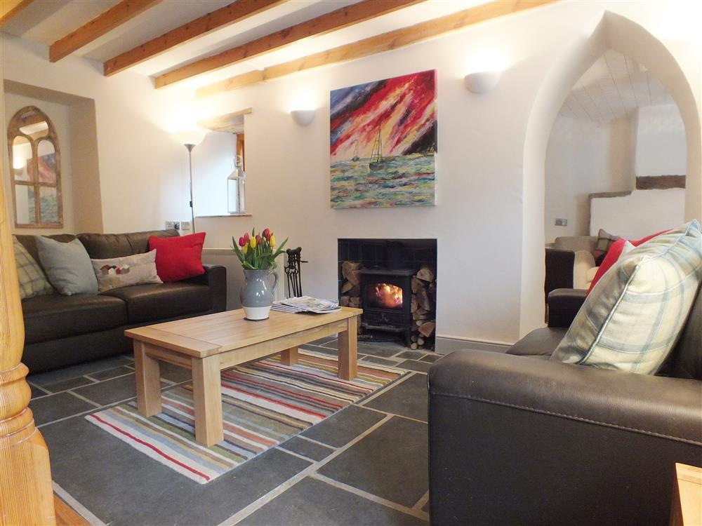 Perfect holiday retreat set in the tiny hamlet of Cwmdegwel - Sleeps 4 - Ref 2152