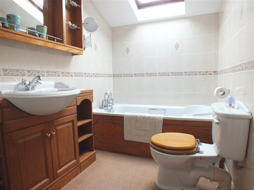 Photograph of 2131-8-bathroom