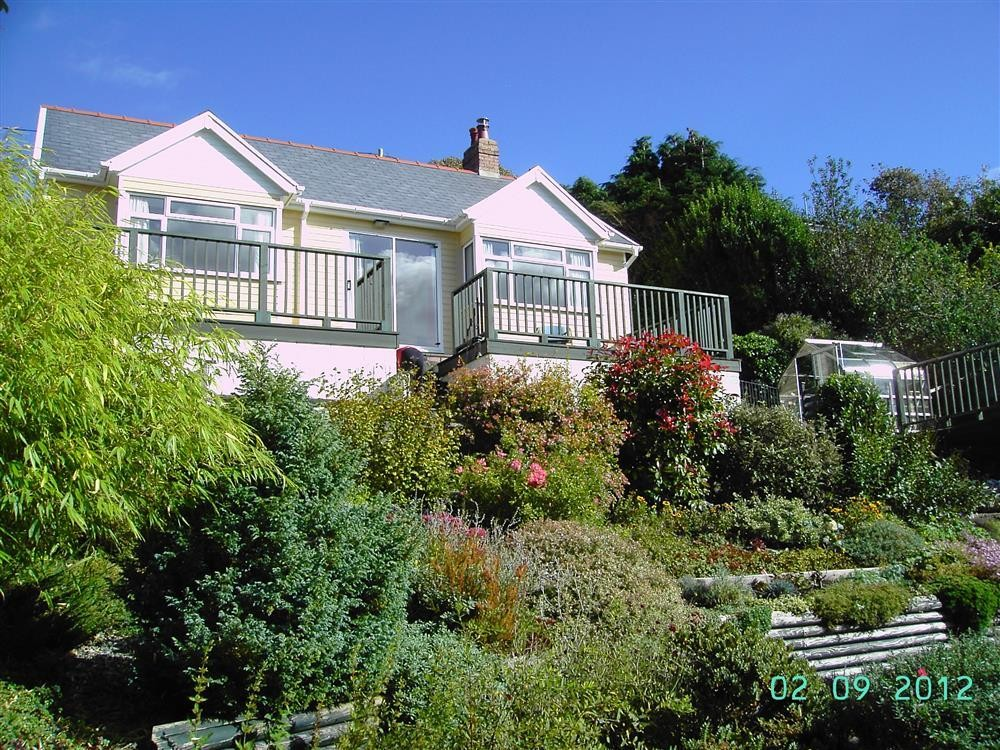 Bungalow at Pembroke Dock - Sleeps 4 - Ref 2083
